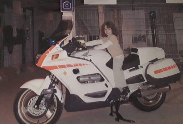 Raya rêve d'une moto au Comptoir en 2003